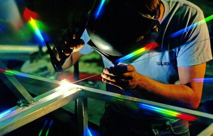 Futurismo: Pikirkan Manufaktur, Jangan Hanya Software